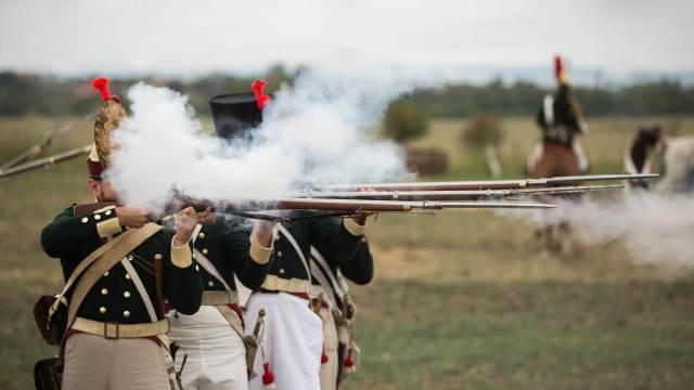 Deko Musketen und Vorderlader Gewehre mit Infanteristen