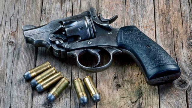 Deko Double Action Revolver mit Dekopatronen