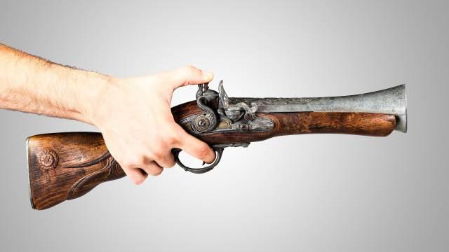 Deko Tromblon Espingole in der Hand eines Schützen