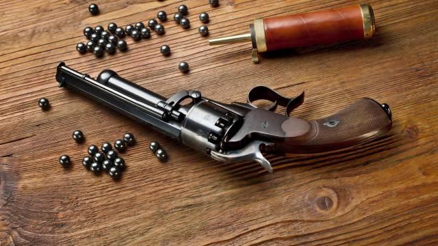 Deko Vorderlader Perkussionspistole mit Ladezubehör