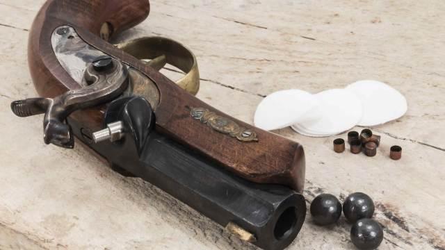Deko Perkussionspistole Vorderlader mit Zündhütchen und Kugeln